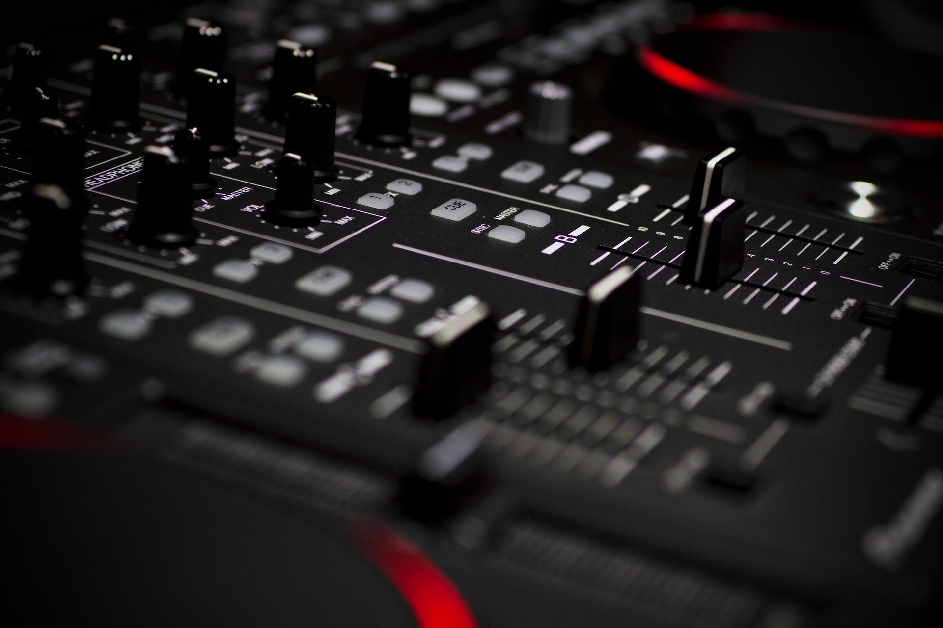 mixingconsoles-1512646671858-7570